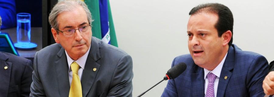 À direita na foto, o deputado André Moura (PSC/SE), líder do governo Temer no Congresso e braço-direito de Eduardo Cunha, à esquerda na foto.