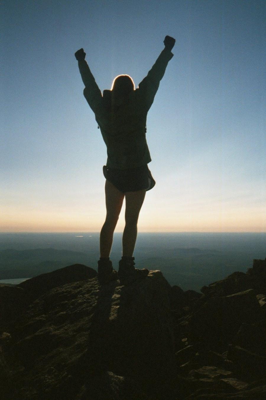 vitória, braços levantados, 1