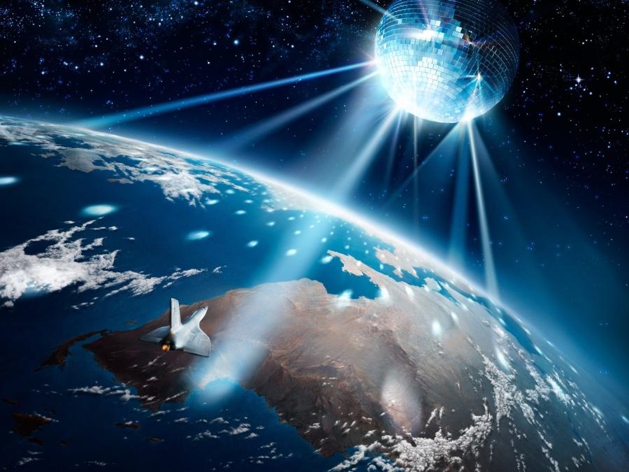 earth-mirror-space-globe