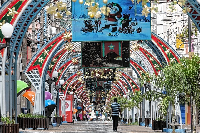 Natal: avenidas, ruas, comercio, personagens e afins. 25-12-2013 - Calçadão 9h55m