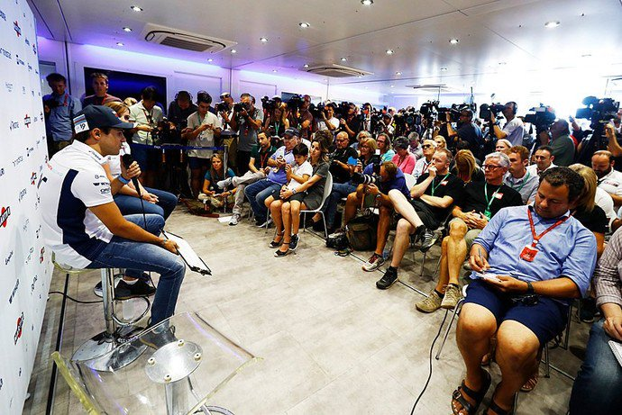 felipe-massa-na-entrevista-coletiva-que-concedeu-em-interlagos-antes-de-sua-ultima-corrida-na-f1-no-brasil-valeumassa