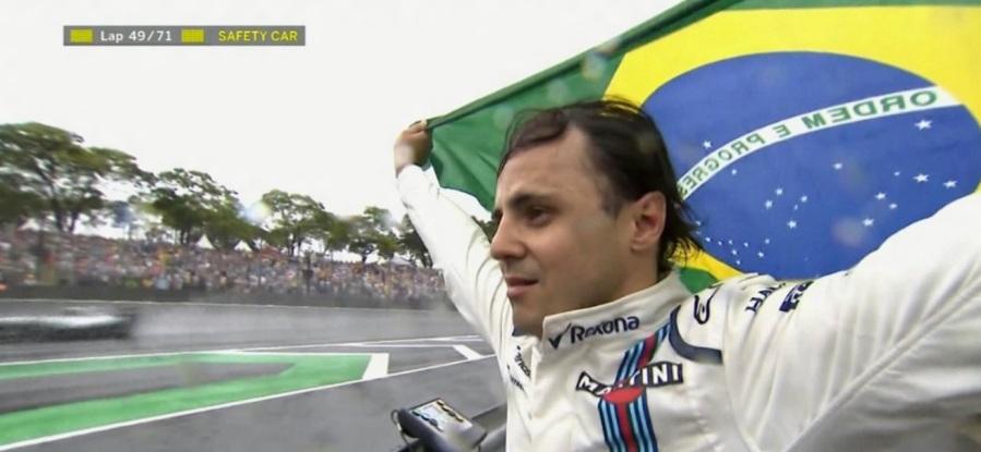 felipe-massa-se-despedindo-da-torcida-em-interlagos-em-sua-ultima-corrida-na-f1-no-brasil-valeumassa