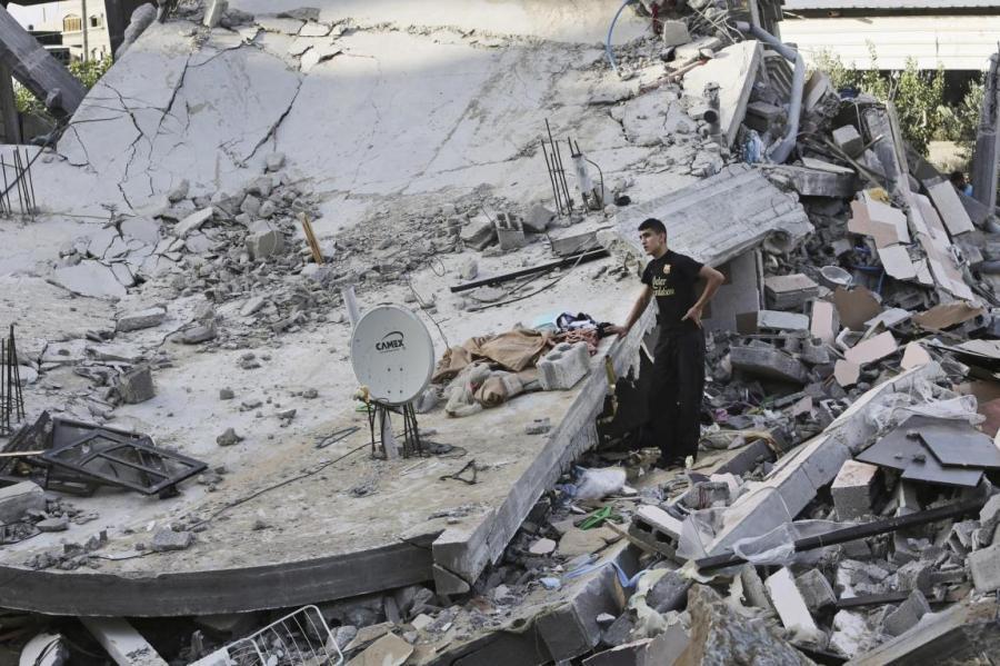 Essa imagem tem um atributo alt vazio; o nome do arquivo é escombros-bombardeio.jpg